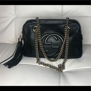 Gucci black pebbles leather zip around